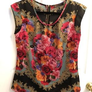 NWT Beautiful Floral Cap Sleeve Blouse